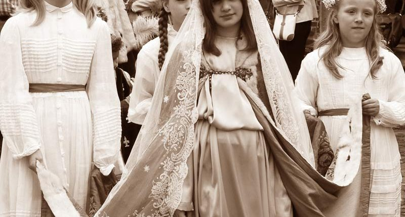 Am 15. August ist Mariä Himmelfahrt. Weitere Informationen und Hintergründe zum Feiertag Mariä Himmelfahrt findest Du hier.