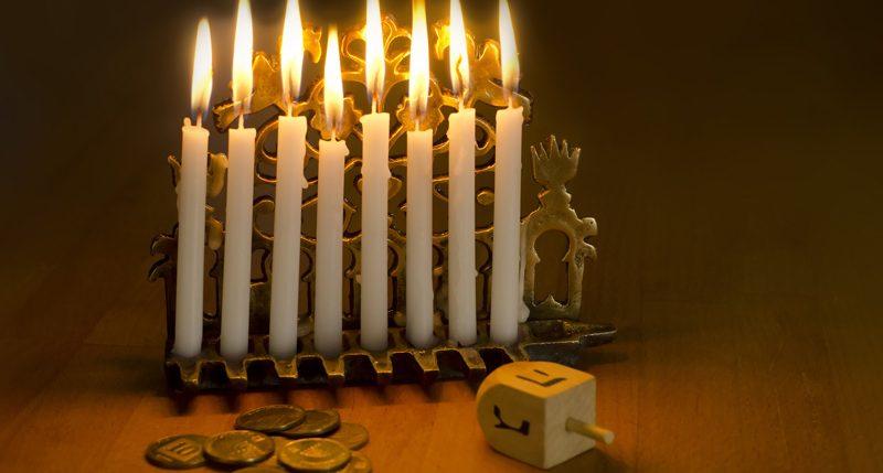 25.Tag des Monats Kislew ist Chanukka auch Lichterfest genannt. Weitere Informationen und Hintergründe zum Feiertag Chanukka findest Du hier.