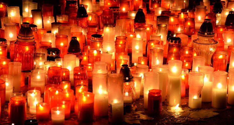 Am zweiten Sonntag im Dezember ist Weltweites Kerzenleuchten. Weitere Informationen und Hintergründe zum Gedenktag Weltweites Kerzenleuchten findest Du hier.