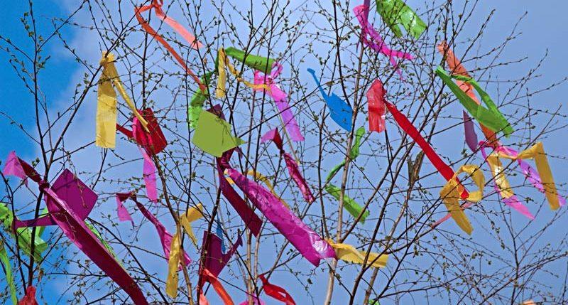 Am 1. Mai ist Maifeiertag. Weitere Informationen und Hintergründe zum Maifeiertag findest Du hier.
